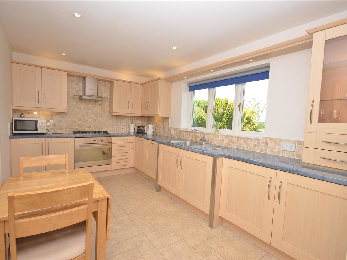House - Detached for sale in Waddesdon - Slide 8