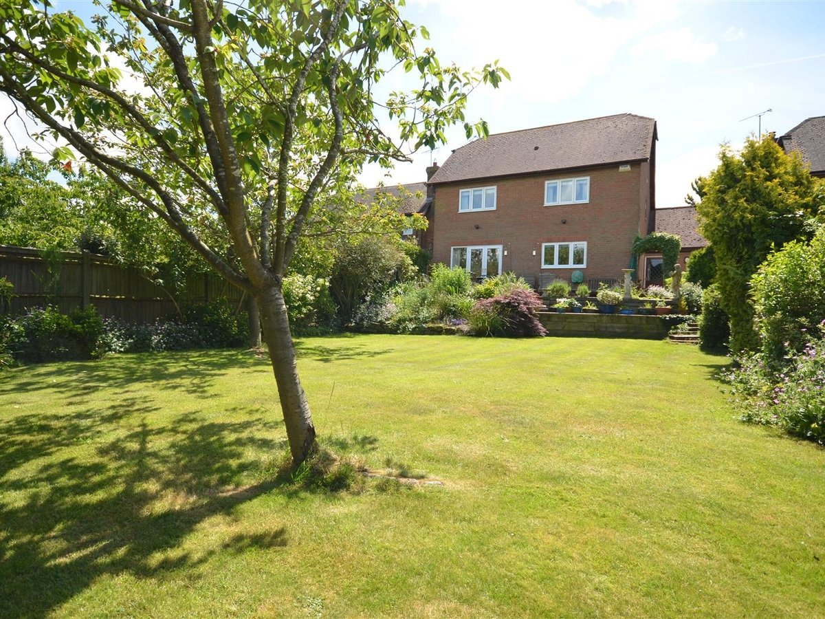 House - Detached for sale in Waddesdon - Slide 7