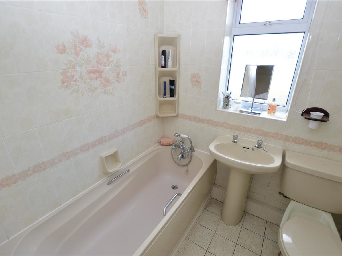Bungalow - Semi Detached for sale in Eaton Bray - Slide 6