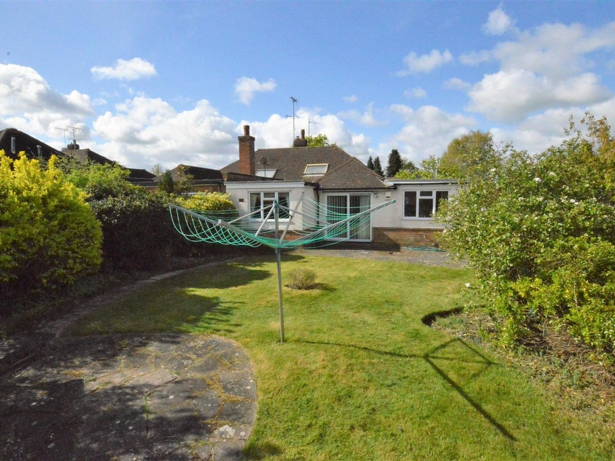 3 bedroom  Bungalow - Semi Detached for sale in Eaton Bray - Slide 1