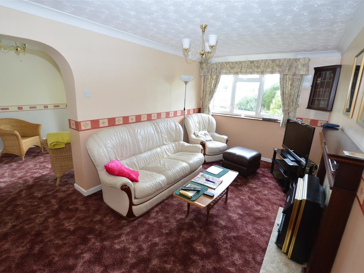 3 bedroom  Bungalow - Semi Detached for sale in Eaton Bray - Slide 4