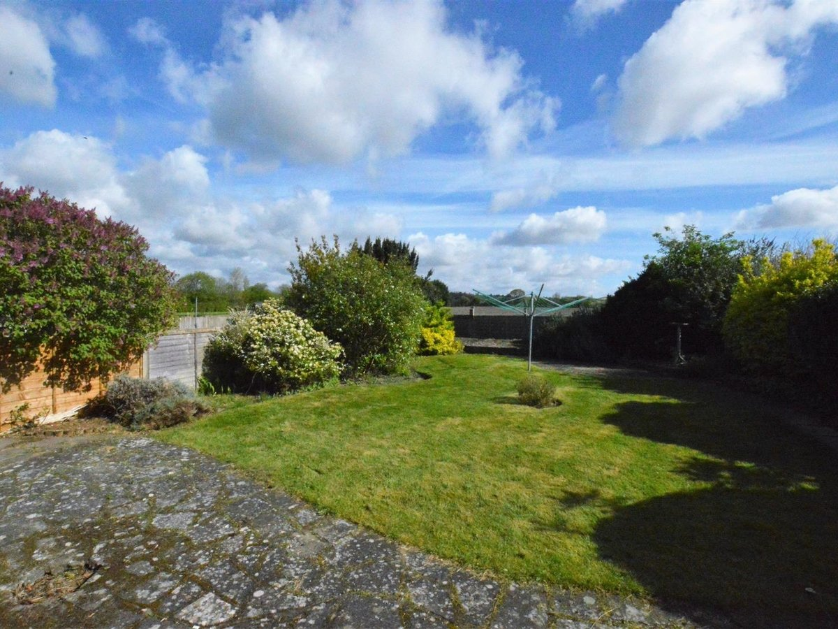 3 bedroom  Bungalow - Semi Detached for sale in Eaton Bray - Slide 3