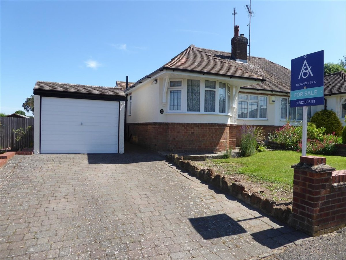3 bedroom  Bungalow - Semi Detached for sale in Eaton Bray - Slide 2