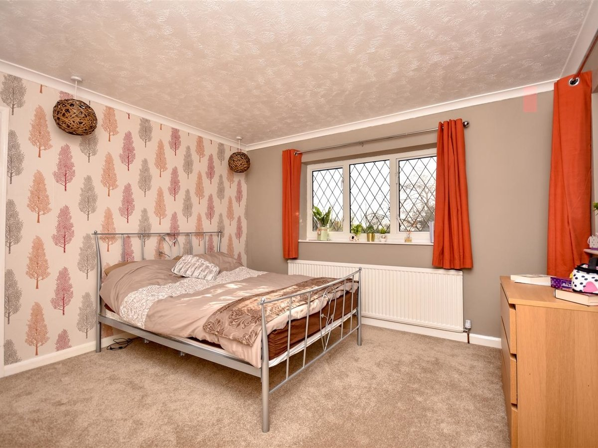 House for sale in Wing Leighton Buzzard - Slide 13