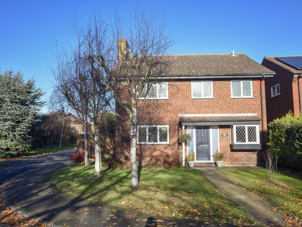 House for sale in Wing Leighton Buzzard - Slide 2