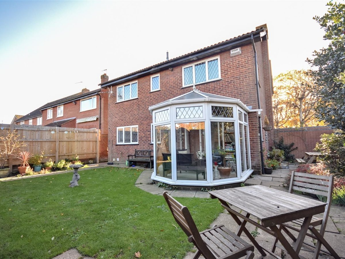 House for sale in Wing Leighton Buzzard - Slide 16