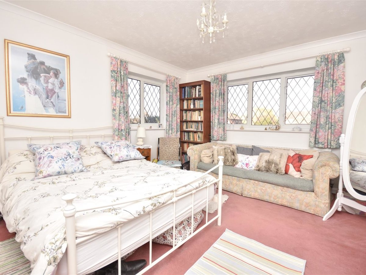 House for sale in Wing Leighton Buzzard - Slide 11