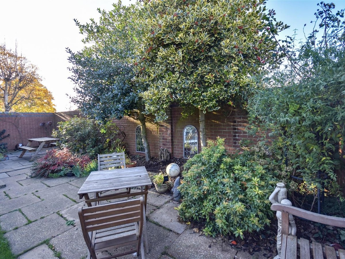 House for sale in Wing Leighton Buzzard - Slide 14