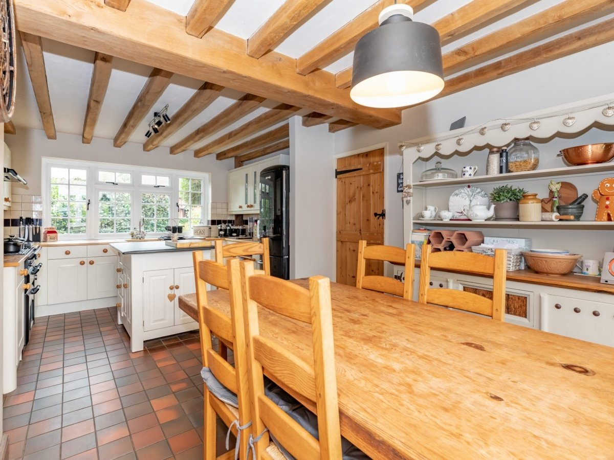 4 bedroom  House for sale in Buckinghamshire - Slide 5