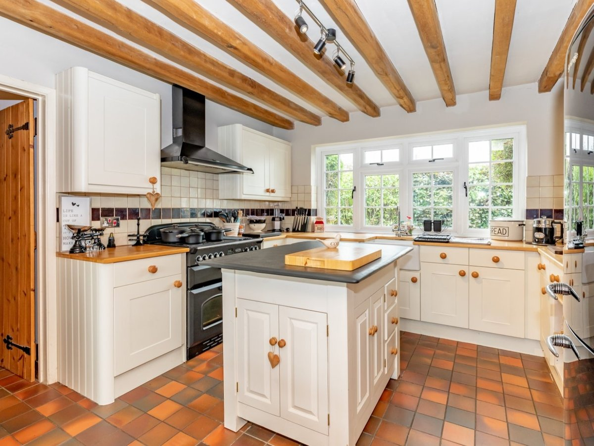 4 bedroom  House for sale in Buckinghamshire - Slide 3