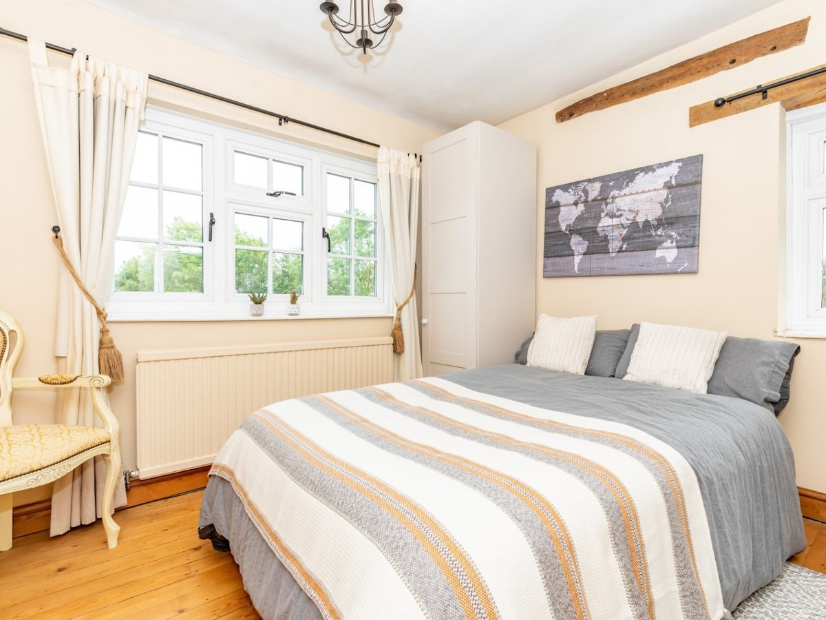 4 bedroom  House for sale in Buckinghamshire - Slide 8