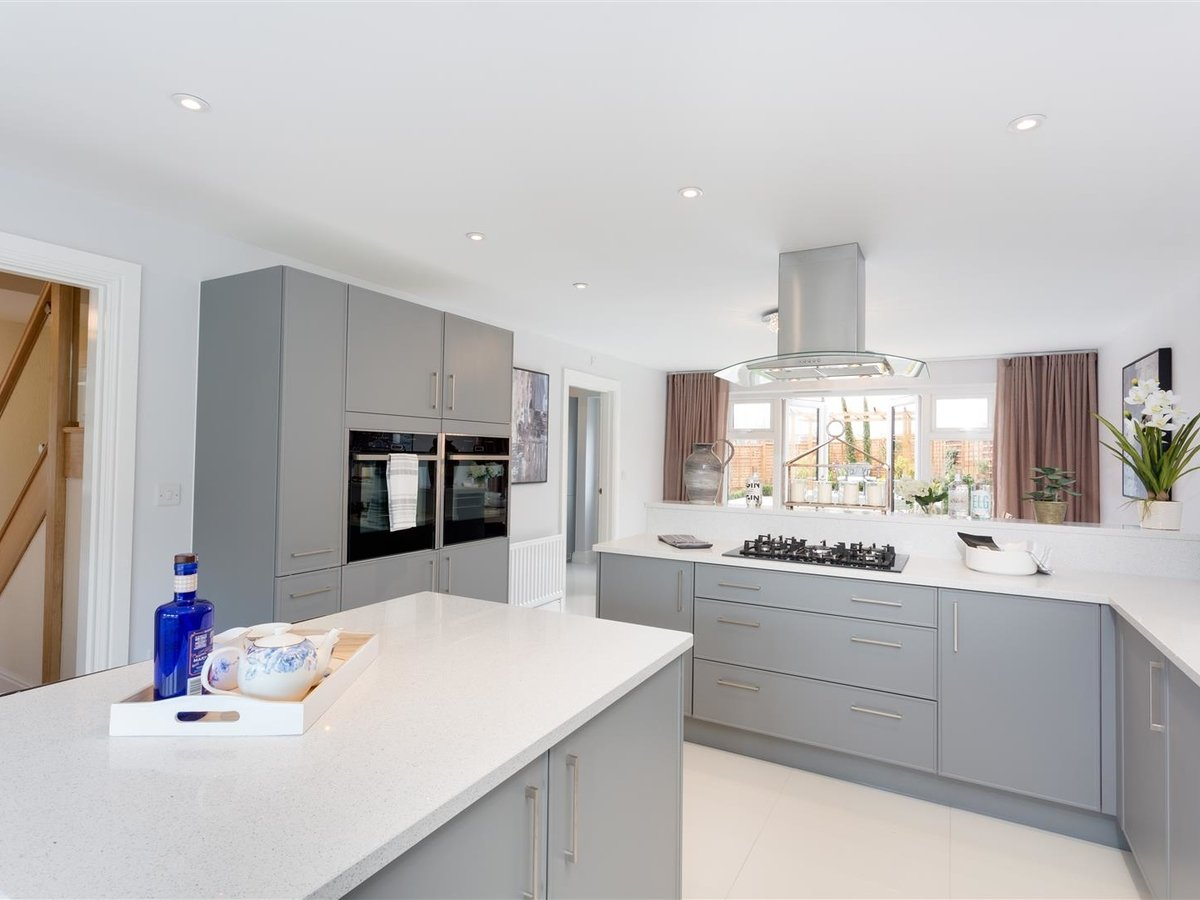 House - Detached for sale in Steeple Claydon - Slide 9