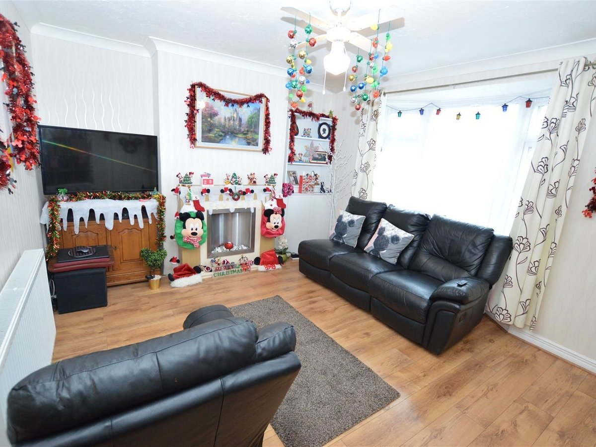 2 bedroom  House - Mid Terrace for sale in Dunstable - Slide 10
