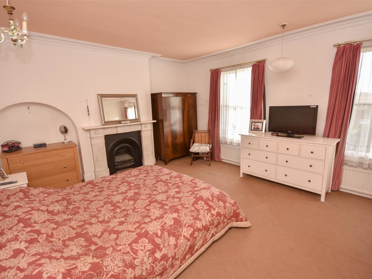 House - Detached for sale in Leighton Buzzard - Slide 4