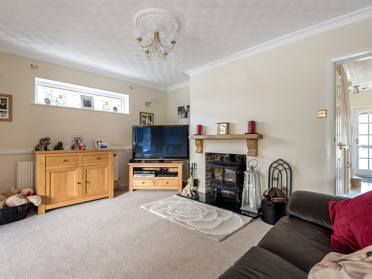 3 bedroom  House - Detached for sale in Dunstable - Slide 6