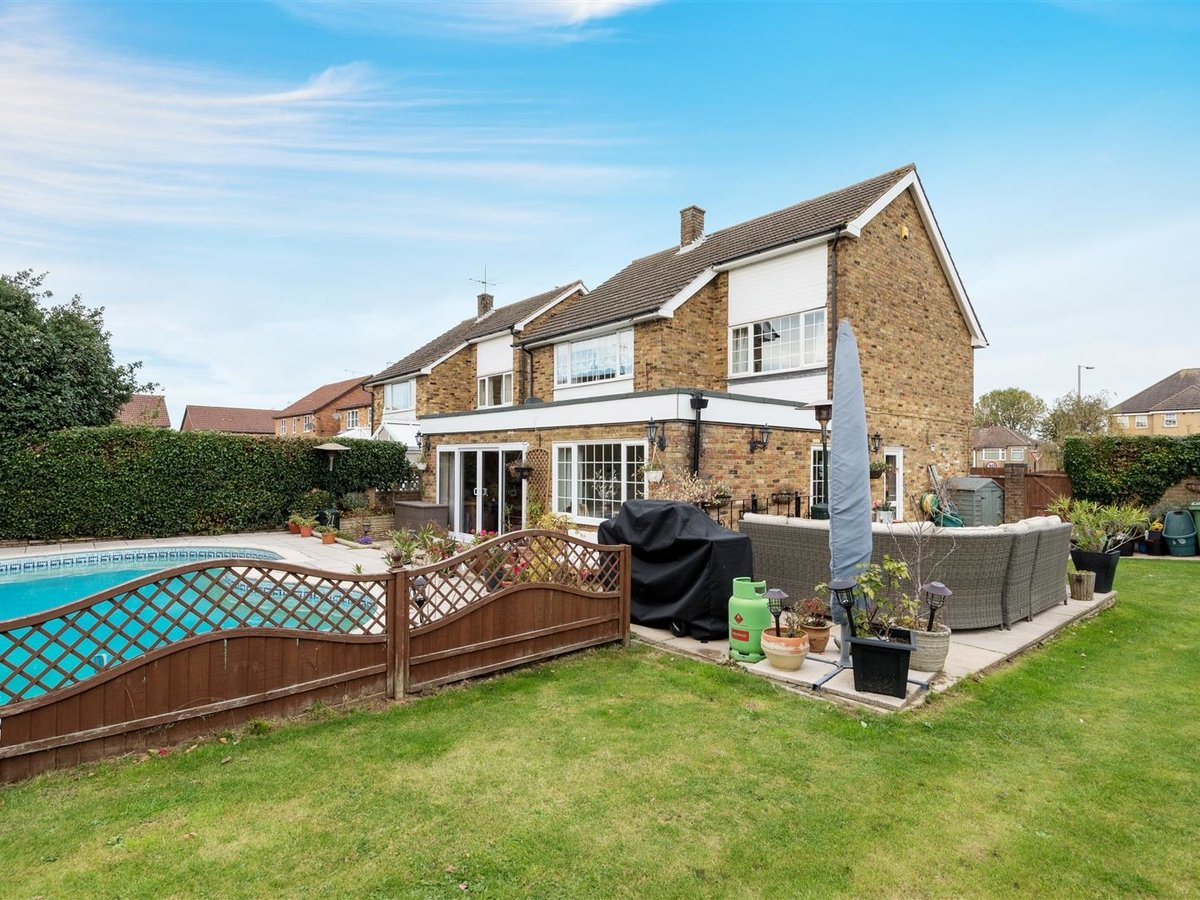 3 bedroom  House - Detached for sale in Dunstable - Slide 17