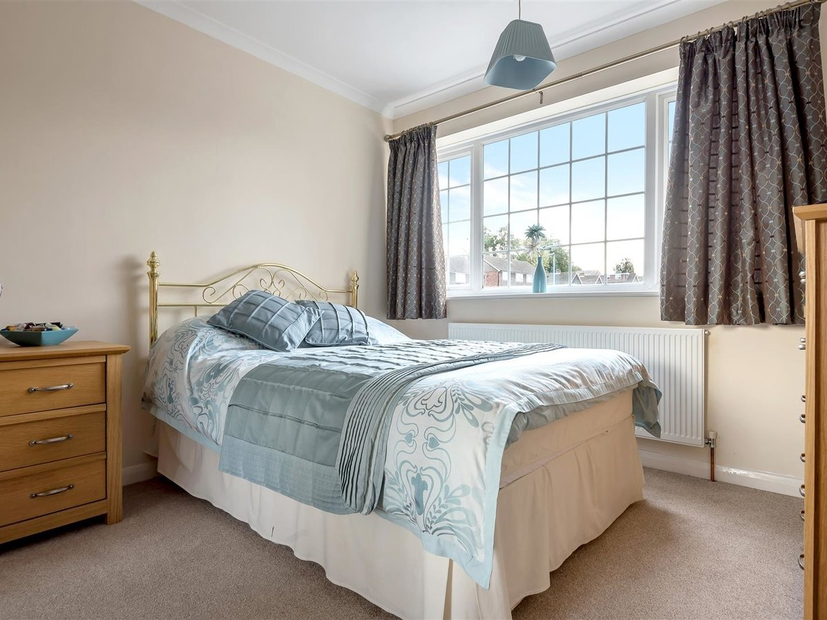 3 bedroom  House - Detached for sale in Dunstable - Slide 13