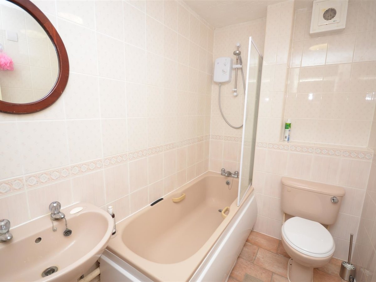 Flat for sale in Aylesbury - Slide 7