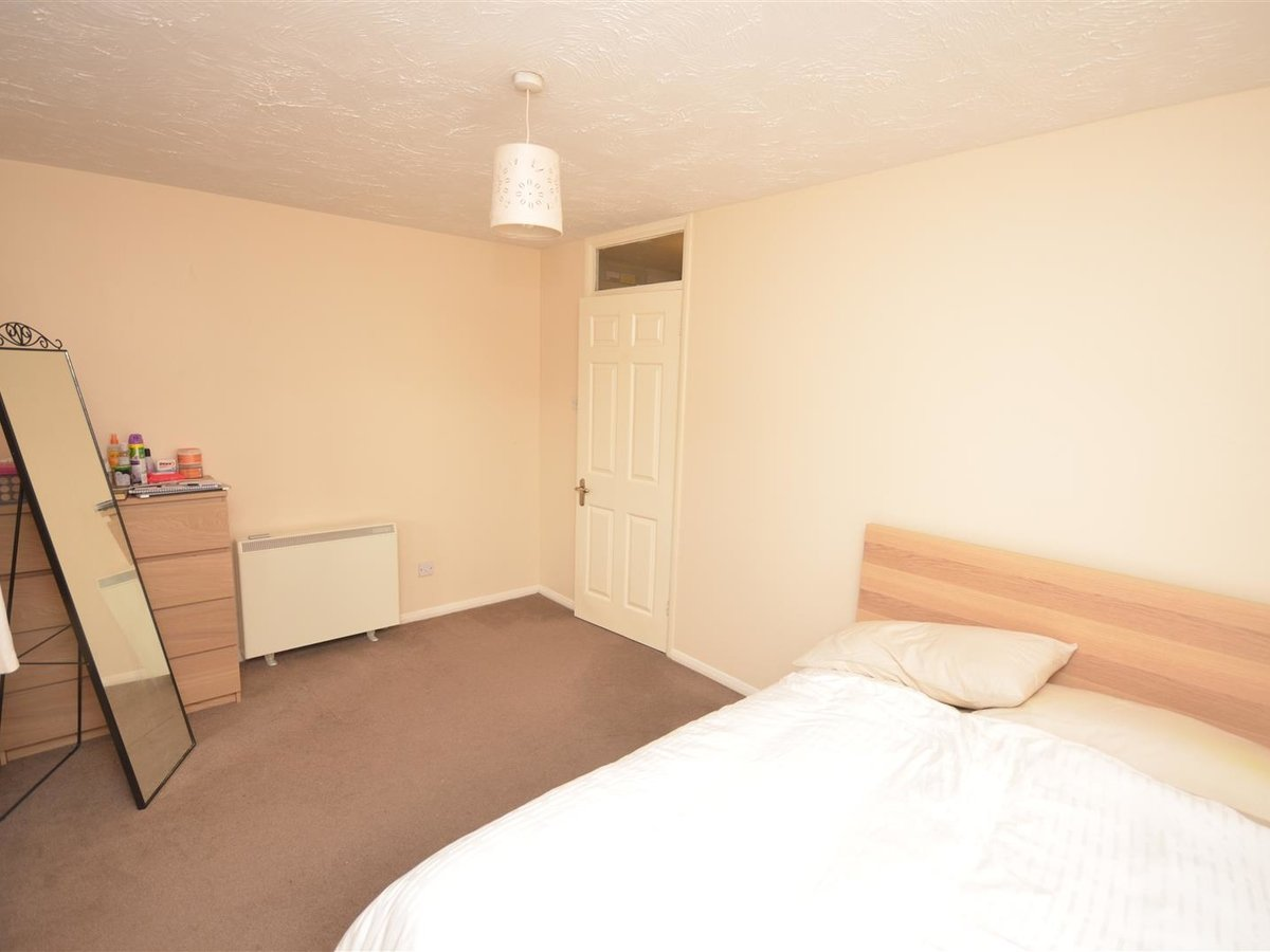 Flat for sale in Aylesbury - Slide 5