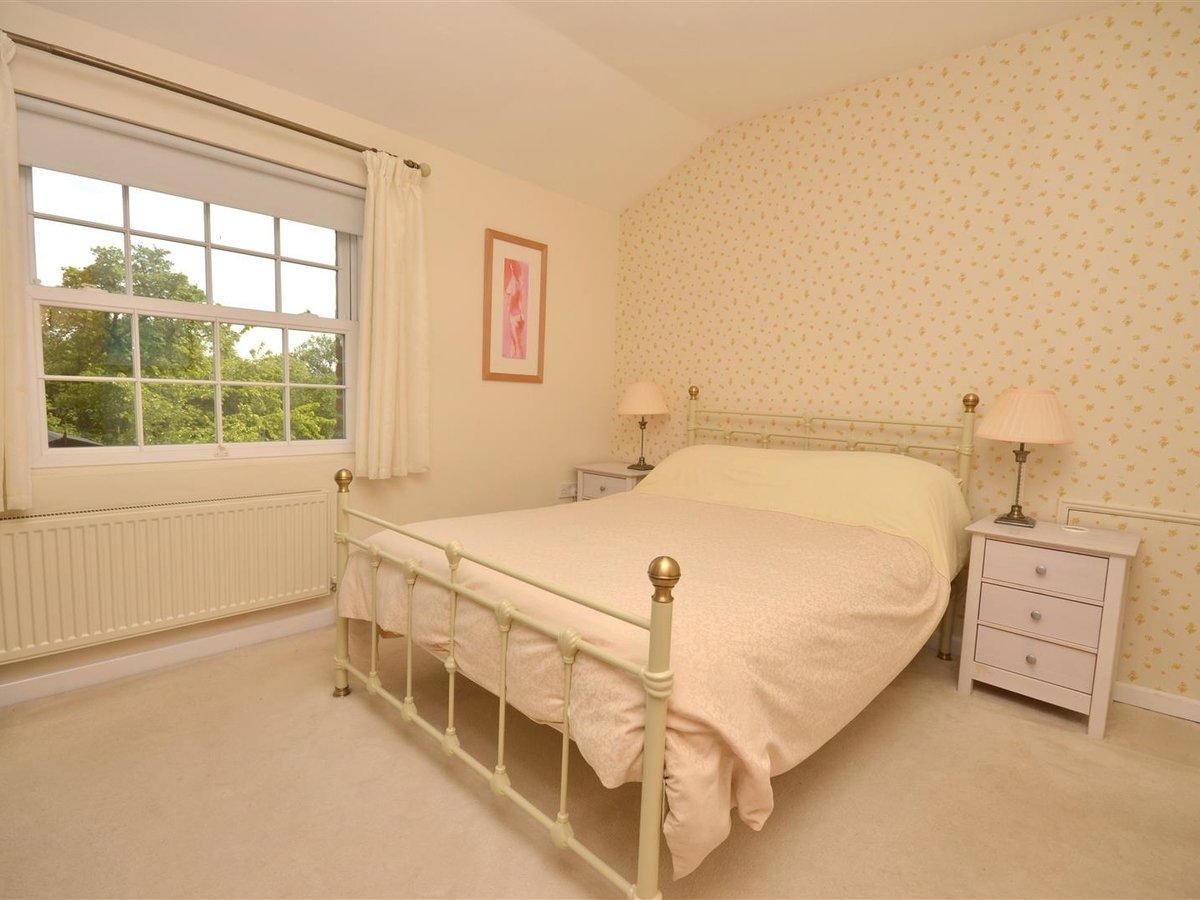 House - Semi-Detached for sale in Aylesbury - Slide 8