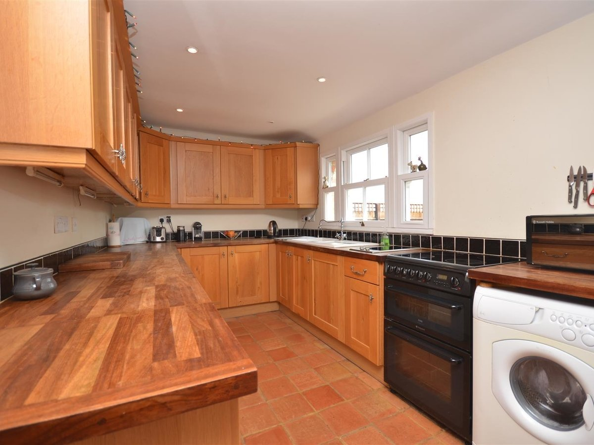 House - Semi-Detached for sale in Aylesbury - Slide 6