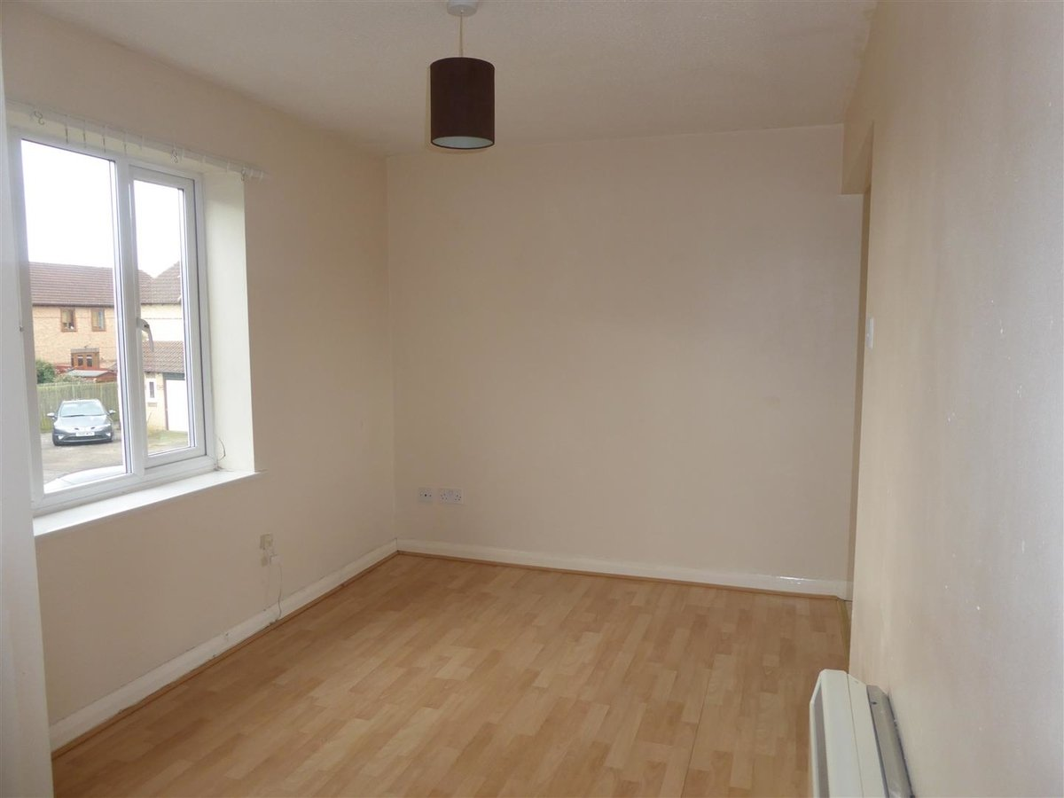 House for sale in Bicester - Slide 2