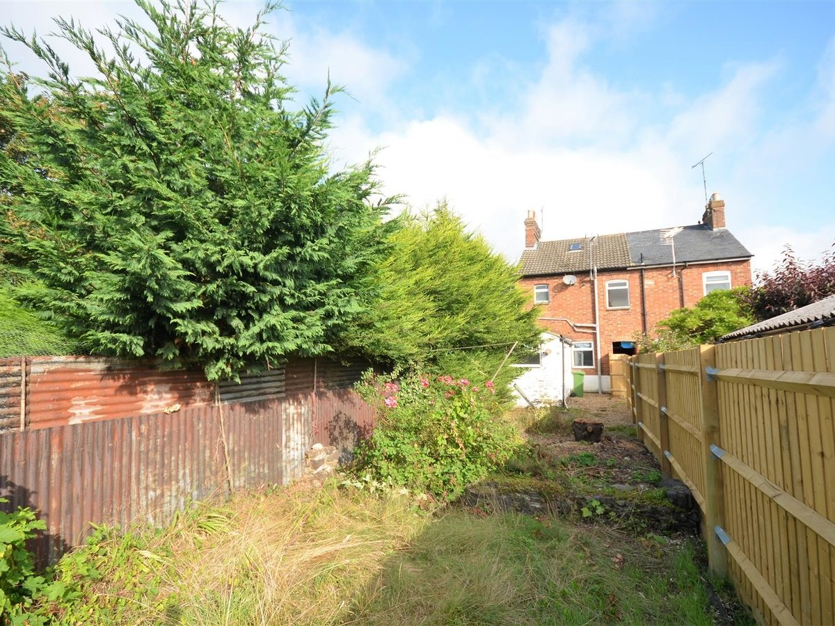 2 bedroom  House - Mid Terrace for sale in Leighton Buzzard - Slide 6