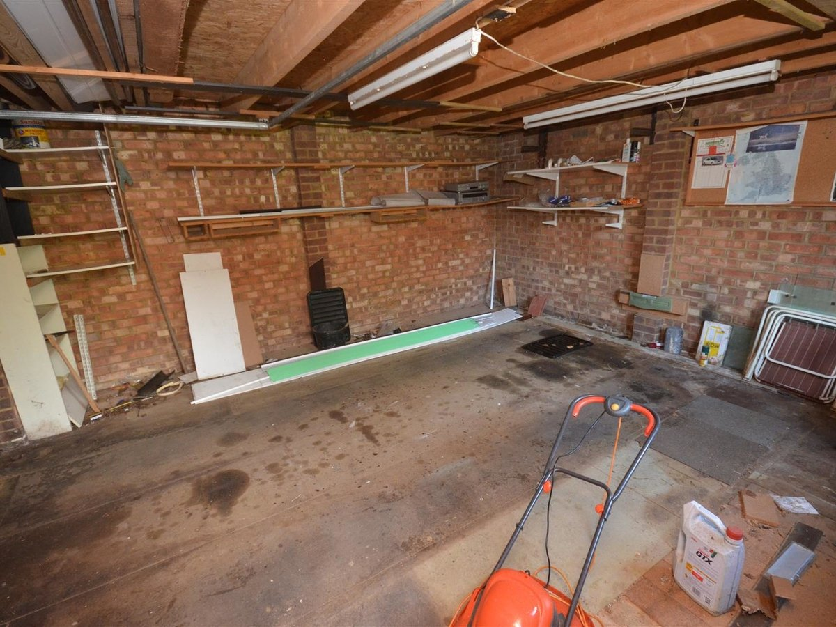 2 bedroom  House - Mid Terrace for sale in Leighton Buzzard - Slide 11