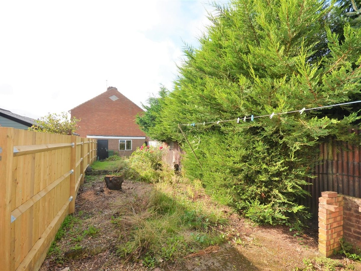 2 bedroom  House - Mid Terrace for sale in Leighton Buzzard - Slide 13