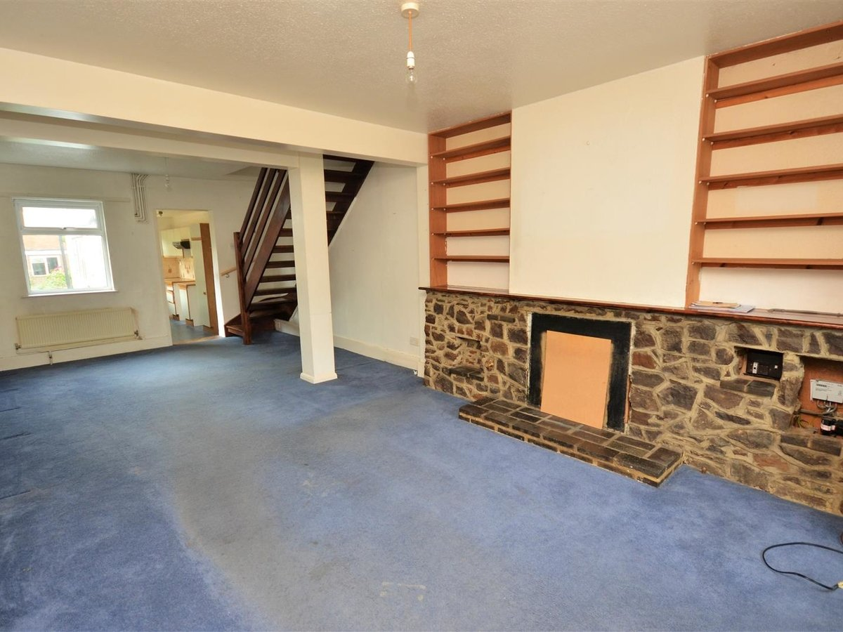 2 bedroom  House - Mid Terrace for sale in Leighton Buzzard - Slide 2