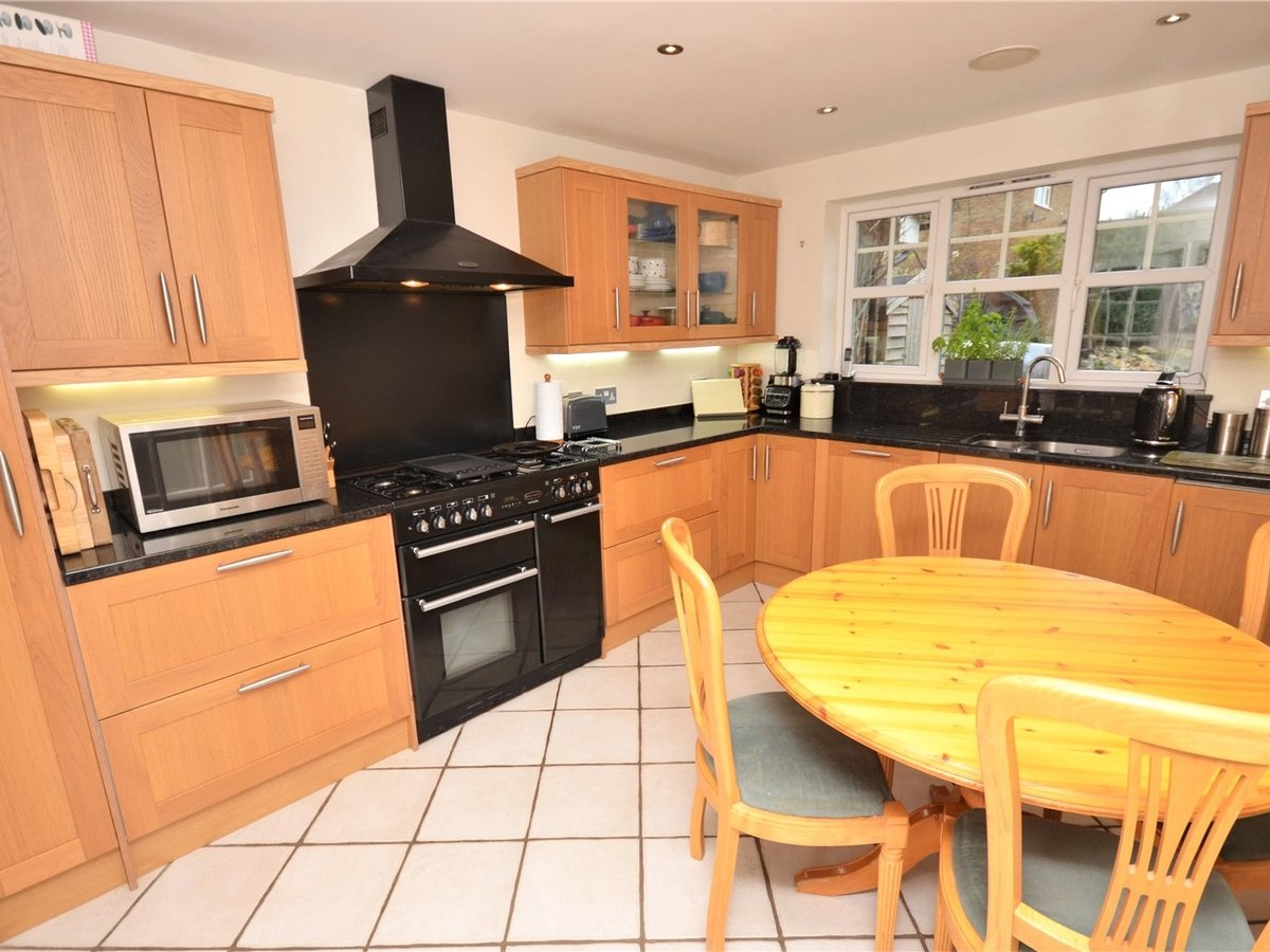4 bedroom  House for sale in Aylesbury - Slide 2
