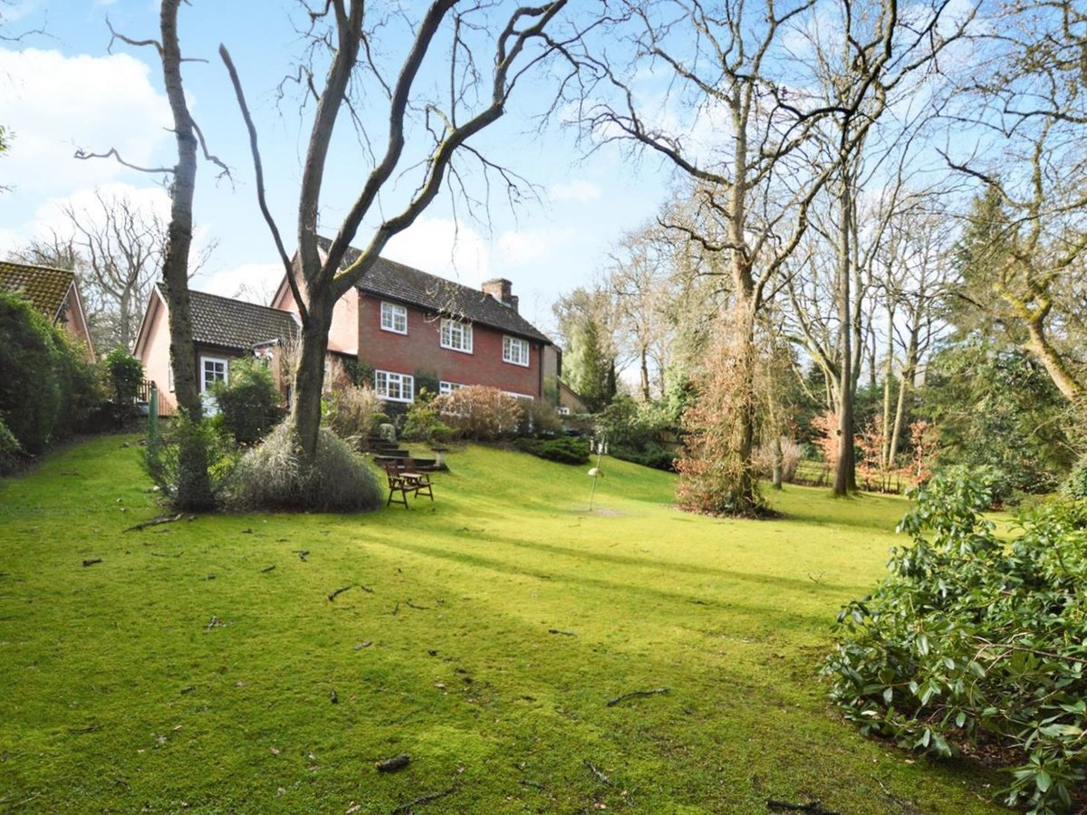 4 bedroom  House for sale in Bedfordshire - Slide 4