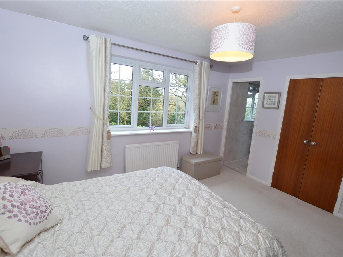 4 bedroom  House for sale in Bedfordshire - Slide 3
