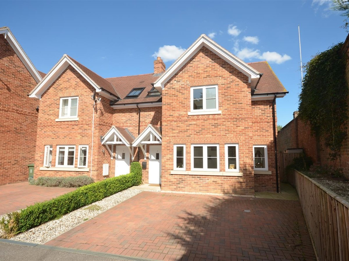 3 bedroom  House - Semi-Detached for sale in Whitchurch - Slide 2