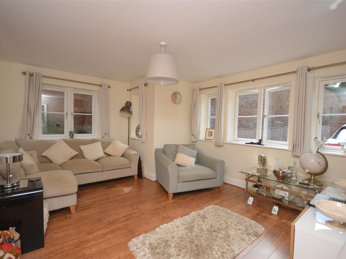 3 bedroom  House - Semi-Detached for sale in Whitchurch - Slide 4