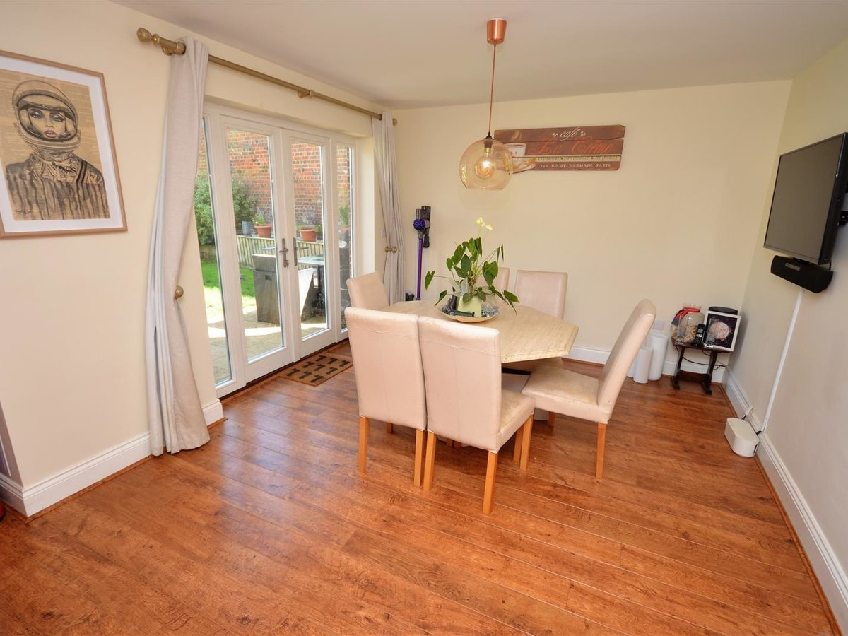 3 bedroom  House - Semi-Detached for sale in Whitchurch - Slide 5