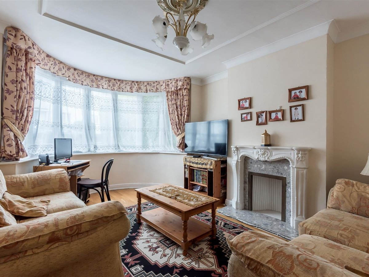 House - Semi-Detached for sale in Northolt - Slide 2