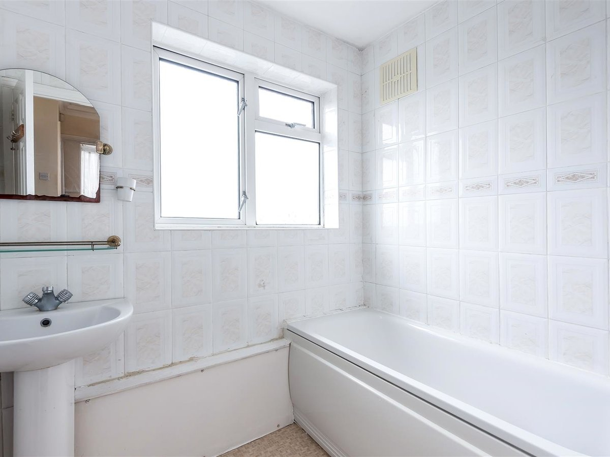 House - Semi-Detached for sale in Northolt - Slide 7