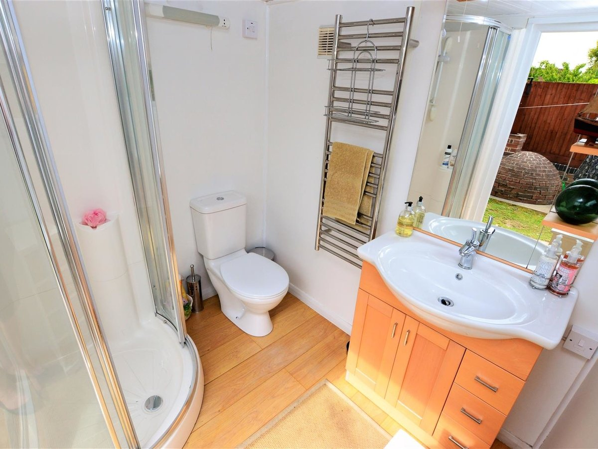 3 bedroom  House - Semi-Detached for sale in Dunstable - Slide 19