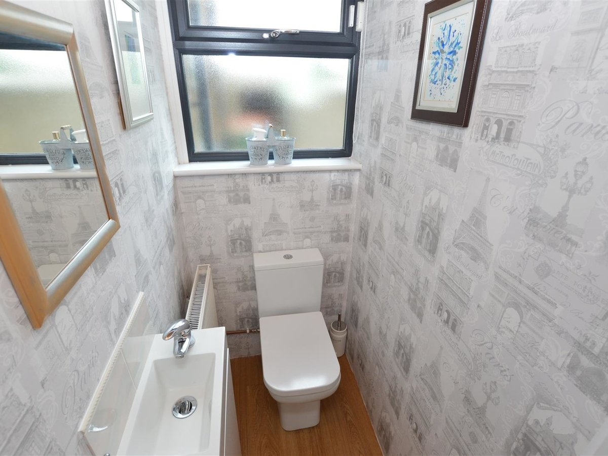 3 bedroom  House - Semi-Detached for sale in Dunstable - Slide 20