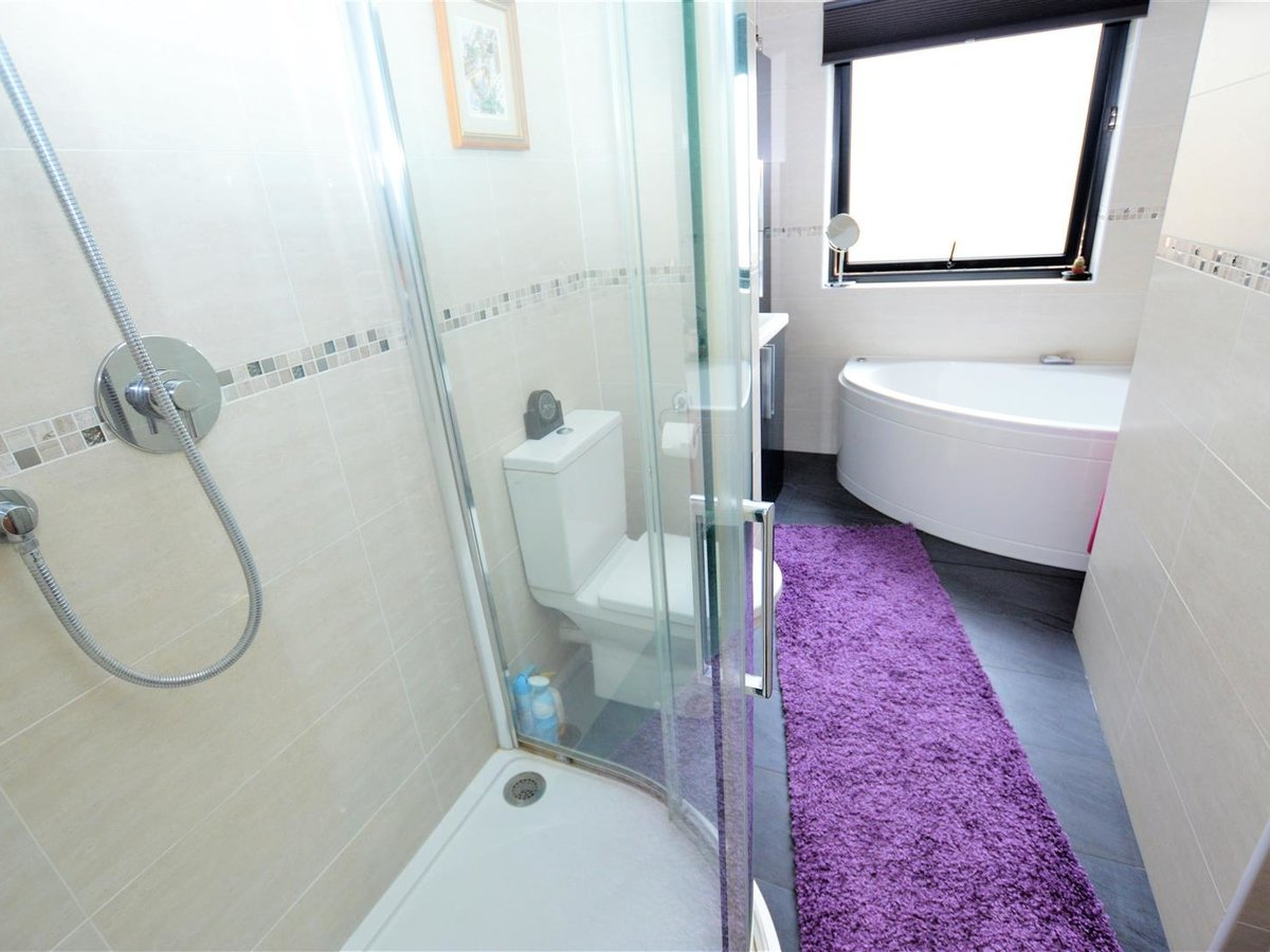 3 bedroom  House - Semi-Detached for sale in Dunstable - Slide 23