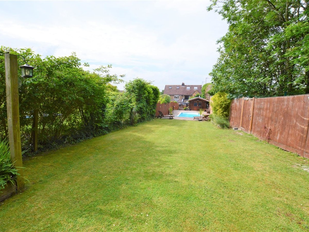 3 bedroom  House - Semi-Detached for sale in Dunstable - Slide 1