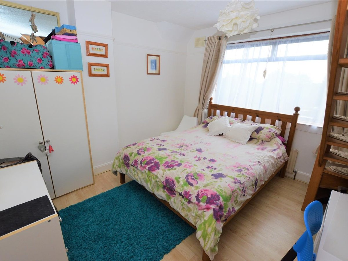 3 bedroom  House - Semi-Detached for sale in Dunstable - Slide 22
