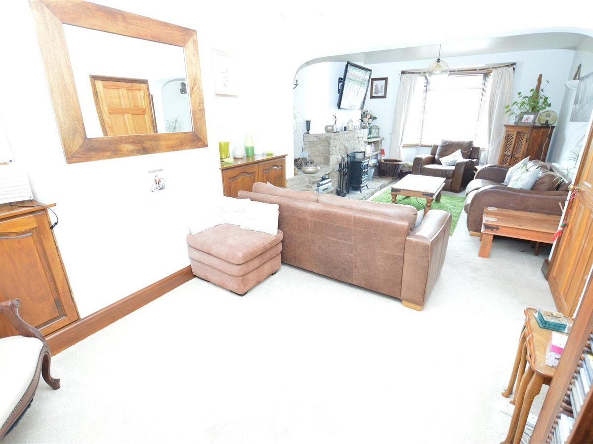 3 bedroom  House - Semi-Detached for sale in Dunstable - Slide 10