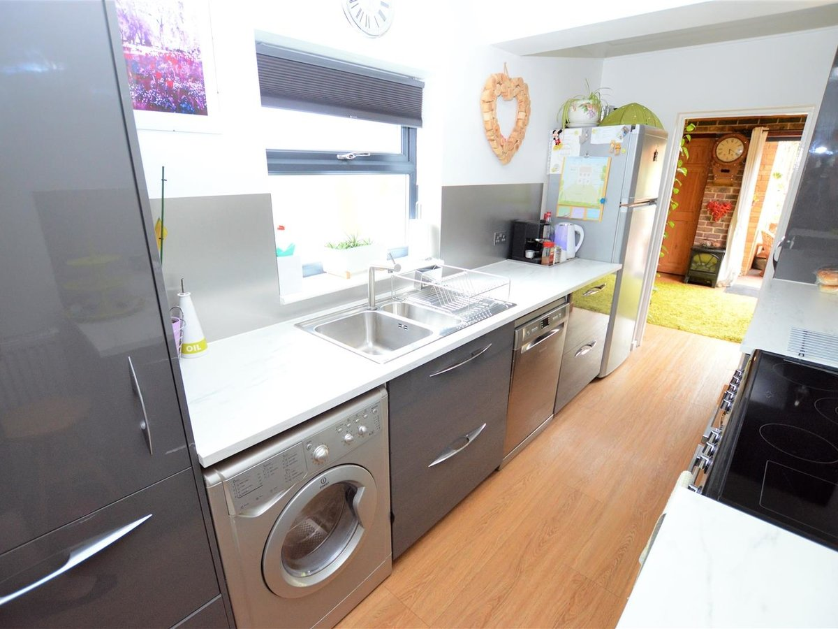3 bedroom  House - Semi-Detached for sale in Dunstable - Slide 11