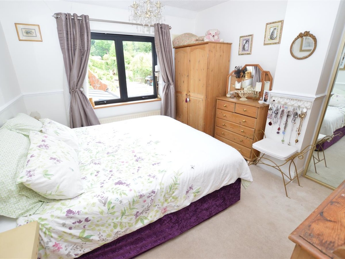 3 bedroom  House - Semi-Detached for sale in Dunstable - Slide 21