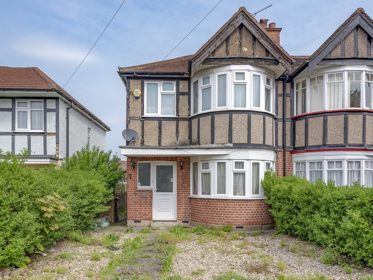 3 bedroom  House for sale in Harrow - Slide 1