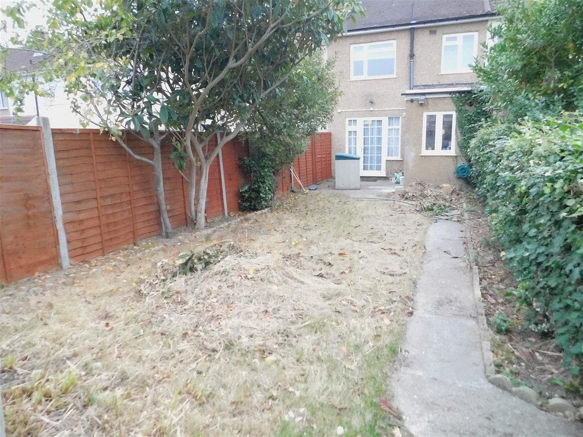 3 bedroom  House for sale in Harrow - Slide 8