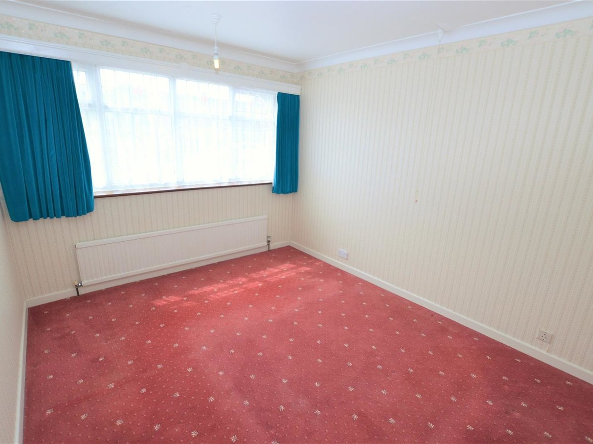 2 bedroom  Bungalow - Semi Detached for sale in Totternhoe - Slide 10