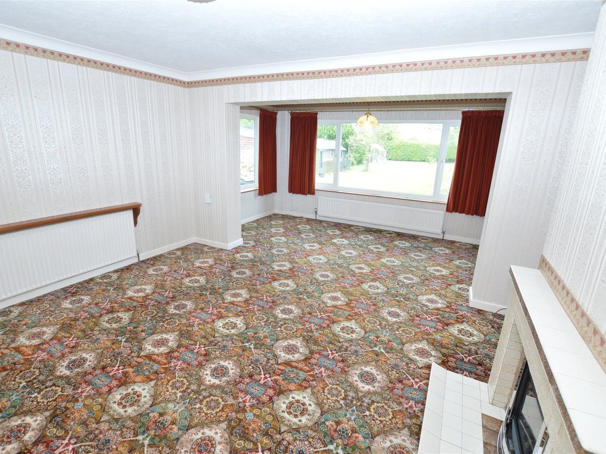 2 bedroom  Bungalow - Semi Detached for sale in Totternhoe - Slide 8